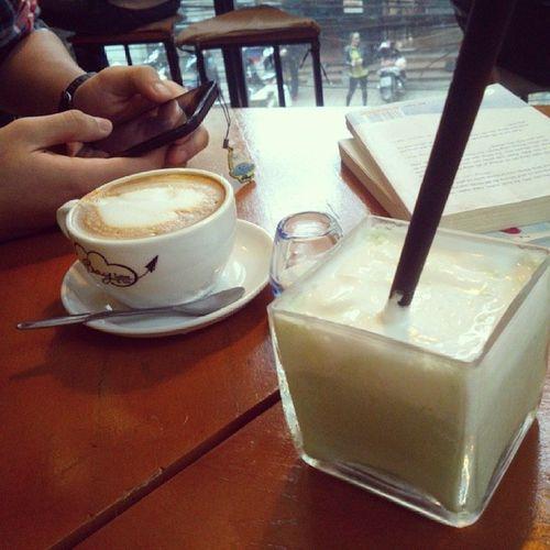 Bay coffee and tea , thích nhất mấy cái cốc , đồ uống cũng rẻ , ngồi tầng 2 rất thích Matcha Coffee Time Baycoffee