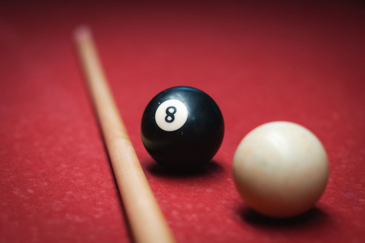 8.jpg Upside Down No People Pool Billiards Billiard Billard 8 Makro Linear Minimalism Pool Ball Pool Cue Pool - Cue Sport Pool Table Sport Cue Ball Red Studio Shot Ball Colored Background