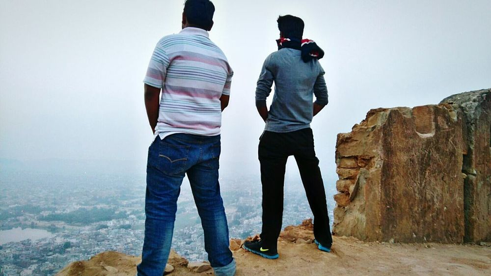 THESE Are My Friends Just Posing!! Friends Hills Morning Sky Fun Funny Pics Brotherhood Posing Pose India Jaipur Nahargarh