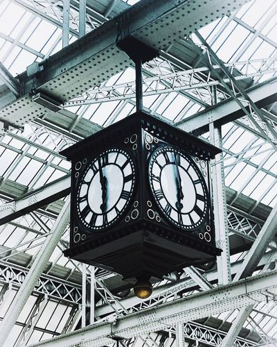 Tick Tock Clock Face Clock Minute Hand Time Roman Numeral City Hour Hand Complexity Close-up Architecture Architectural Design Architectural Feature Architectural Detail Ceiling Clock Tower