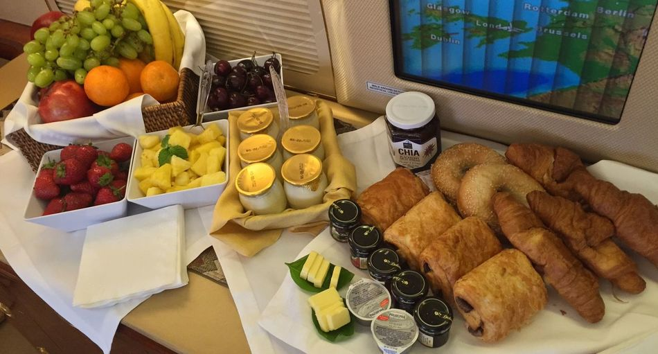 Onboard AirFare Jets Gulfstream Inflight Travel Food Food And Drink Healthy Eating Fruit Freshness Choice Variation Strawberry Business Ready-to-eat High Angle View Wellbeing Table Berry Fruit Kiwi 17.62°