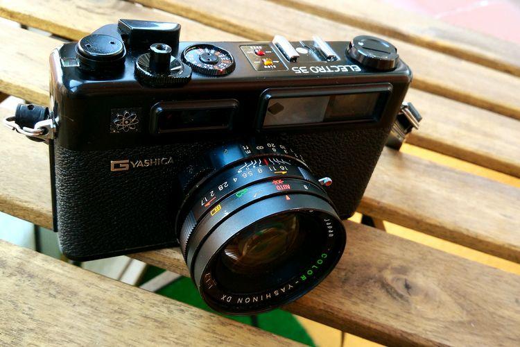 One more Yashica Analogic Analogic Camera Photography Themes Camera - Photographic Equipment Old-fashioned Retro Camera Japanese Camera Yashica Antique Retro Styled Old Camera Shadows & Lights Camera - Photographic Equipment