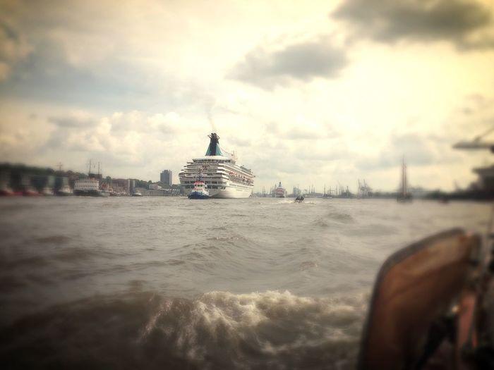 Unten am Meer unten am Hafen da wo die großen Schiffe schlafen. Johanna Von Amrum