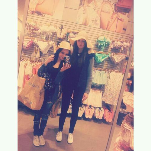 Best Friends Shopping Love Peace ✌