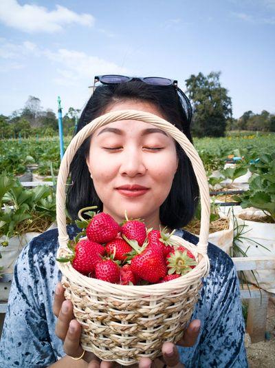 Strawberry Pakchongcity Kaoyai One Woman Only First Eyeem Photo Huawei Huawei Mate 9