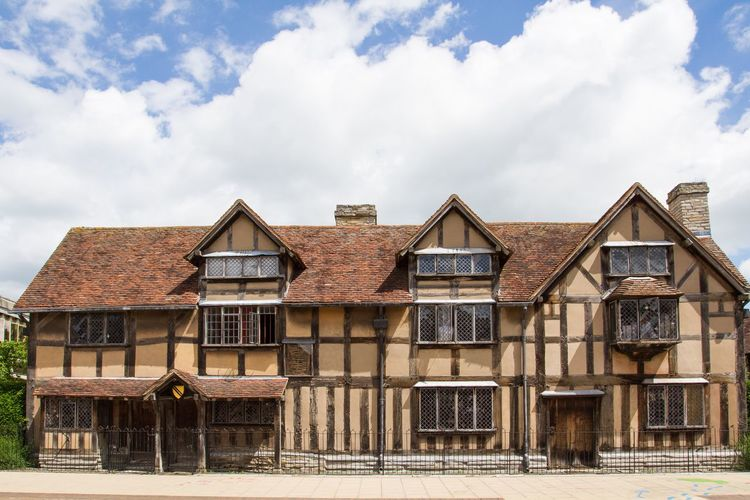The house in Henley Street in Stratford Upon Avon where the English playwright William Shakespeare was born. William Shakespeare WilliamShakespeare Shakespeare History Historic Historical Building History Museum  Museum Architecture Birthplace Born Stratford-upon-Avon Stratford Upon Avon House Houses