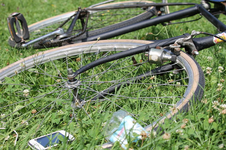 Lieblingsteil Old Bicycle Graziella Bici Mode Of Transport Grass Outdoors Green Color No People Nature Day Close-up Sun Sunny Sunny Day Summer Summer Days Park Tranquility Beauty In Nature Nature Photography EyeEm Nature Lover EyeEm Gallery EyeEm Best Shots The City Light