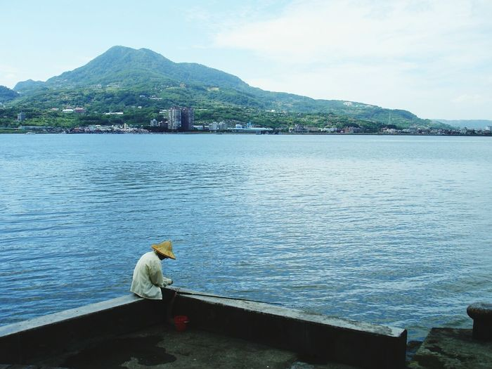 People Watching Fishing Time The Human Condition Snapshots Of Life The Great Outdoors - 2015 EyeEm Awards The View And The Spirit Of Taiwan 台灣景 台灣情 The Moment - 2015 EyeEm Awards Fisherman River View Mountain View