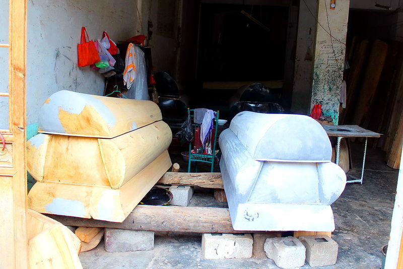 Coffin makers in Guizhou, KaiYang county. Chinese Coffin Chinese Culture Chinese Traditional Culture Coffin Makers Coffin Works Coffins  Traditional Culture Of China Wood - Material Wooden Wooden Coffin Wood Carving China China,Guizhou