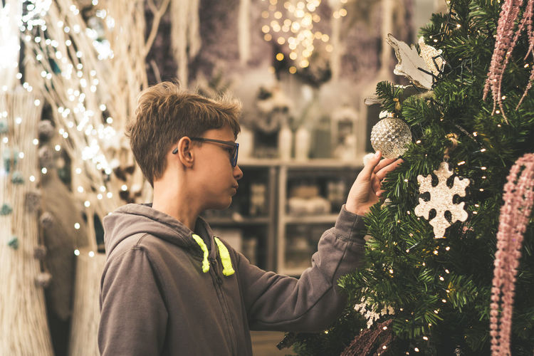 Portrait of young man with christmas tree