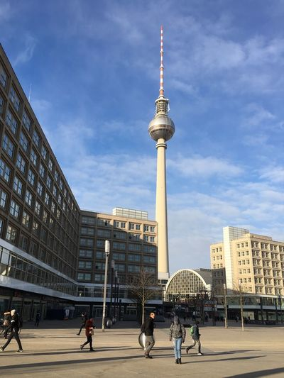 Morgenruhe Tv Tower Berlin TV Tower Less People Tagesanbruch Morning Sky And Clouds Landmark Building Blue Sky Berliner Ansichten Berlin Mitte Berlin Tower Sightseeing Built Structure Thattoweragain