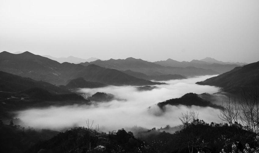 中国安徽歙县湖山,昨晚的小雨让今