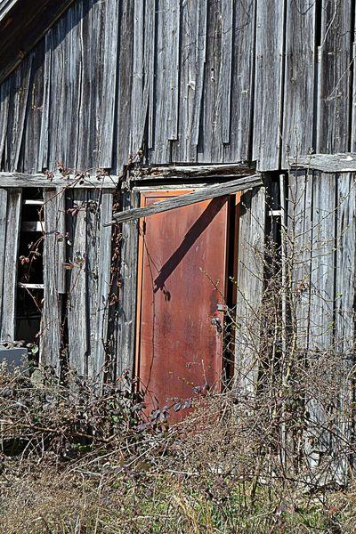 The Red Door Next Door Taking Photos This Old Barn Nikonphotography Around My Town