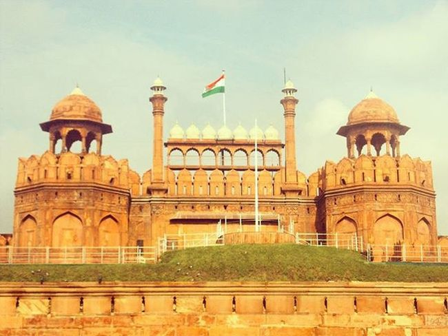 Trip to red fort! 😍 Red Fort Delhi India Awesome Trip Redfort Nice Place Must See Before Death Lovely Architecture Amazing Building Beautiful Arena Indian Flag Top Crowdy Area Wanderlust goodvibes sunny day throwback memories