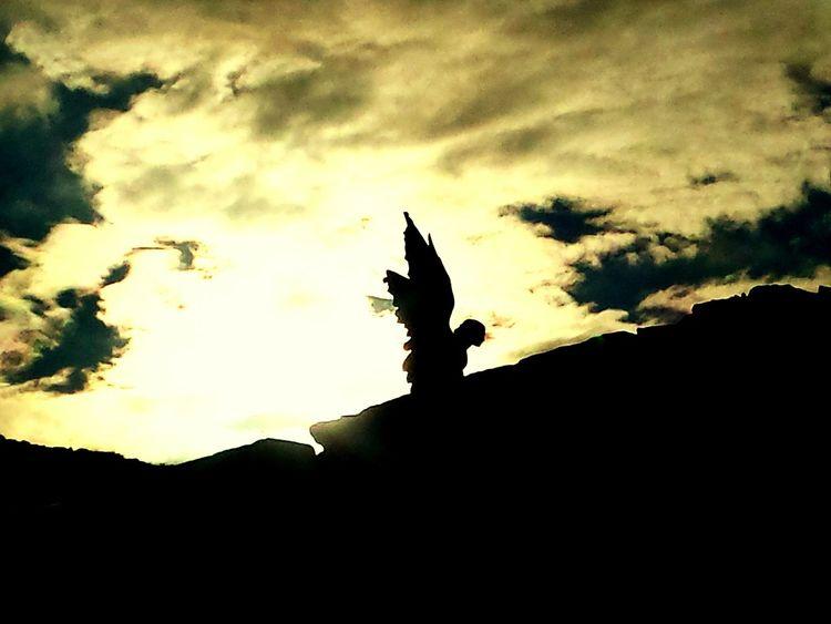 Glitch Angel Comillas, Cantabria Cementerio Tumba Pelicula!! Puesta De Sol Apocalipsis Fin Del Mundo