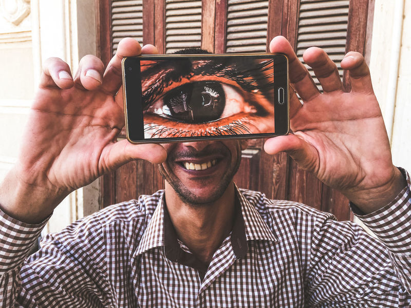 Adult Adults Only Big Eye Cyclop Cheerful Close-up Exceptional Photographs EyeEm Best Shots Cyclops Full Screen Funny Happiness Headshot Holding Hands Human Hand Mobile Conversations Mobile Phone One Man Only One Person Popular Photos Portrait Smiling Wireless Technology Young Adult Cyclopes The Portraitist - 2017 EyeEm Awards BYOPaper! Love Yourself Visual Creativity