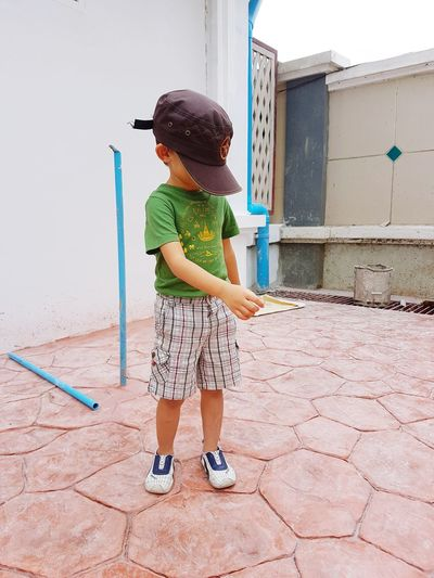 Hide the face just show the body T-shirt Baby T-shirt Boy T-shirt Hat Cap Kid Child Childhood Face Shy Shy Boy Shy Boys Shy Kid Movement Shy Kids Nauthy Nauthy Boy Child Full Length Childhood Standing Girls Running Shorts Children Caucasian Head And Shoulders Asian  Energetic Athleticism Football Preschooler