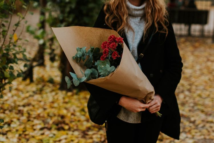 Flowers Holiday Stylish Self Care  Shopping ♡ Freshness Eucaliptus Greens Market Flowers Autumn Holding Real People Leisure Activity Women Lifestyles Focus On Foreground Casual Clothing Adult Plant Standing Warm Clothing Day Nature Winter Autumn Mood