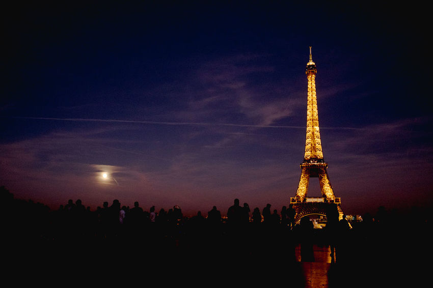 Un moment. Eiffel Tower FullMoonLight Night Scene Architecture Building Exterior Built Structure City Eiffel Eiffeltower Fullmoon Illuminated Large Group Of People Nature Night Outdoors People Silhouette Sky Tourism Tower Travel Destinations