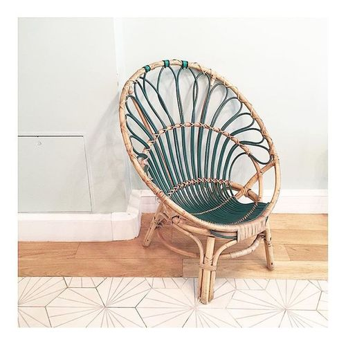 Parceque ce lieux était simplement une manière de suspendre le temps ! ladelicateparenthese.com Alchemistofdreams Ladelicateparenthese Naturalslowlife Lifeisnotordinary Chair Wood Zentime