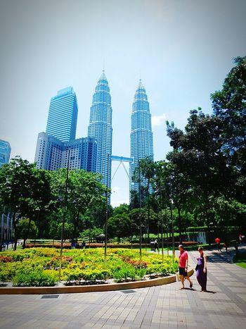 Twin Towers Pitronas Hot Day