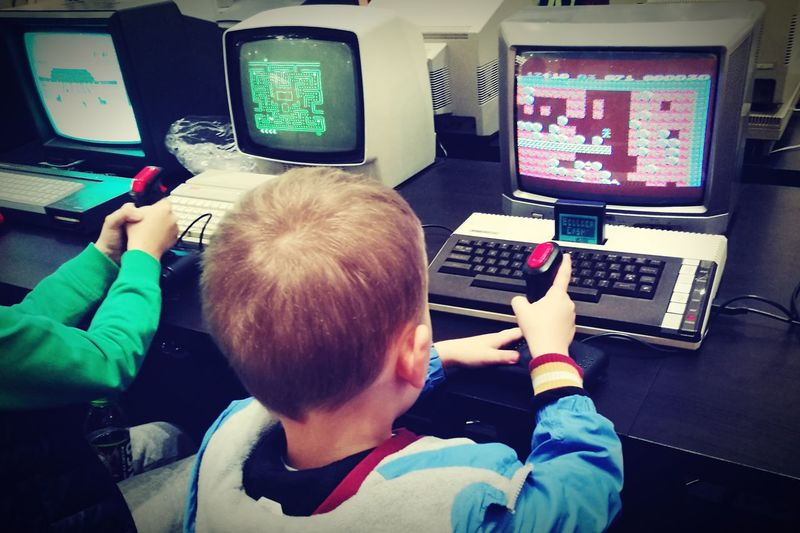 Atari Commodore Retro Games Old Games Amatorsko Amatorskafotografia Real People Boys To Co Chłopcy Lubią Najbardziej Build Dash Mario Bros