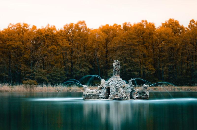 A long exposure of a lake