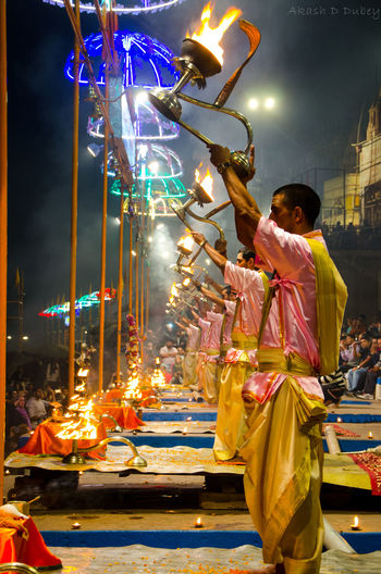 Ganga Aarti is one of the most famous traditions of Varanasi as well as India. The priests pray to Goddess Ganga for world peace and pay her a tribute in forms of lamps. Ganga Varanasi Varanasi India Ganga River Ganga Aarti Ganga Ghat Gangariver Varanasi Ganges Varanasi Ghats Varanasi_igers Hindu Festival Hindus Hindusim Hindustani First Eyeem Photo
