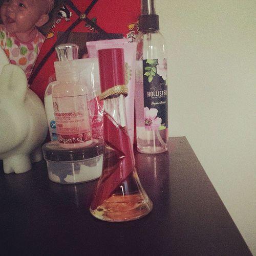 Rihanna Rebelle Perfume Smellslike coffee musk amber and plumginger sexy newsent
