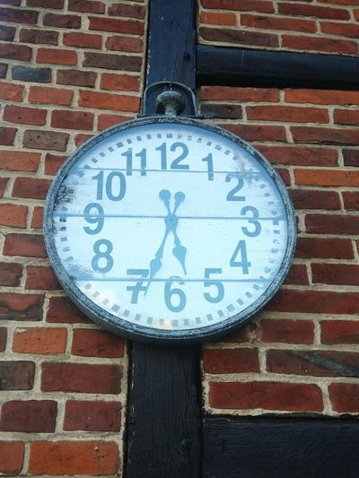 Brick Wall Built Structure Architecture Brick Wall - Building Feature Building Exterior Close-up Information Sign Day Outdoors Geometric Shape Circle No People Clock Clock On The Wall Taschenuhr Wanduhr Retro Style Antique Uhrzeit Uhrturm Uhr