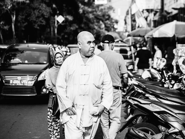 monk? Streetphotography Street Photography Old Oldman Oldmanportrait Black And White Photography Black And White Streetphoto_bw Blackandwhite Blackandwhite Photography People Photography People The Street Photographer - 2018 EyeEm Awards Men