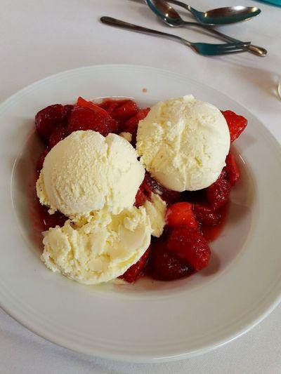 Vanilla Strawberry Ice Cream Strawberry Cream Melting Syrup