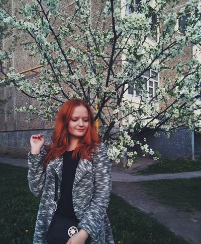 Hello World Enjoying Life Nature Flowers Goodday Spring Taking Photos Beauty Its Me Girl Red Hair People Relaxing (null)Redhead