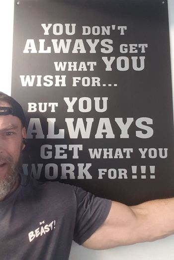Workin hard to get what I want..... Fitnessmotivation Bearded Nerd Oaf Bearded Big Gun Big Arm Bicep Fitness PhonePhotography Men Communication Text Close-up Message Note Information Sign