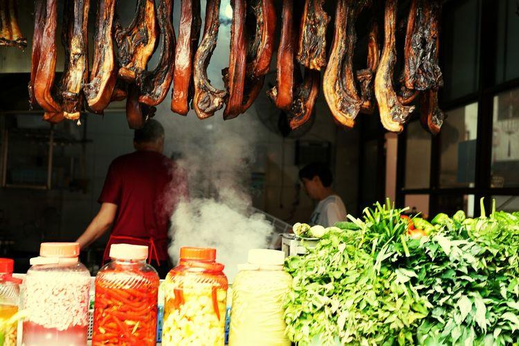 吃腊肉 Food And