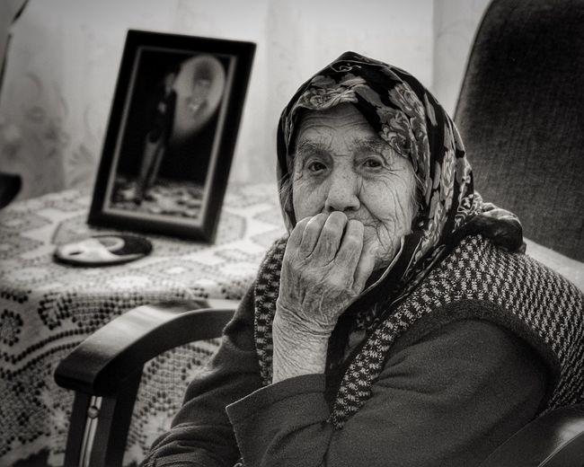 Yaşamı geriye alsak..nerede olmak isterdin ki ? Hello World Taking Photos Old People Remember Blackandwhite Sunday Izmir