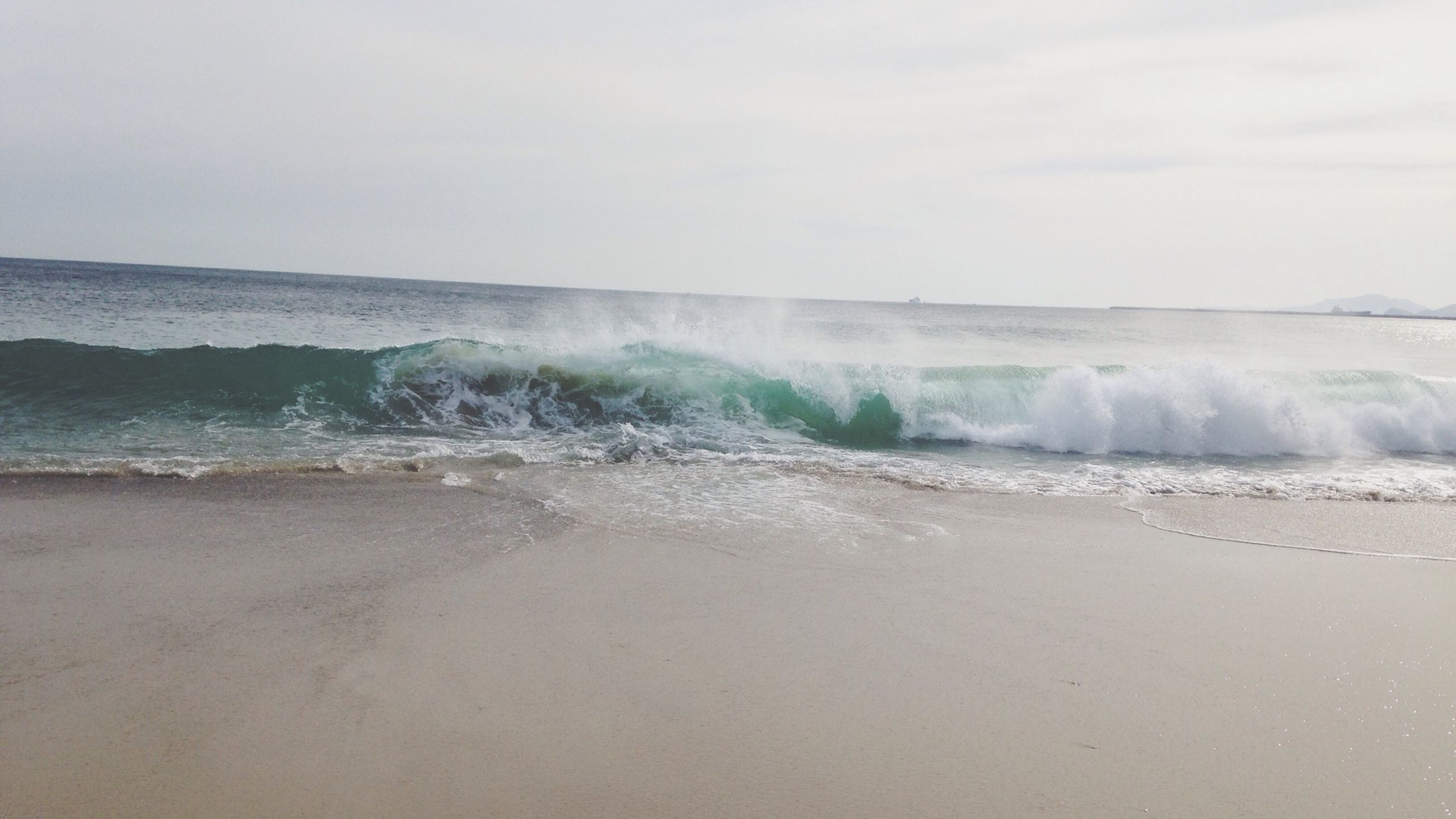 sea, beach, water, shore, wave, sand, horizon over water, surf, scenics, sky, beauty in nature, tranquil scene, nature, tranquility, motion, idyllic, coastline, remote, day, outdoors