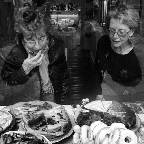 Street Desert Streetphotography Blackandwhite Taking Photos Barcelona Cake Temptation Streetphoto_bw Bcn Segniora