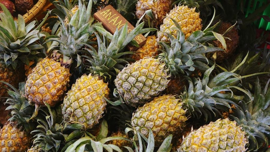 Ananas Pineapple Original Orange Color Present Noedit Bright Vegetable Fruits Background Colorful Farmer Soft Yellow Postcard Garden Bokeh Blur Market Market Stall Marketplace EyeEm Selects Herbal Medicine Flower Head Market High Angle View Close-up Green Color Plant Cannabis Plant