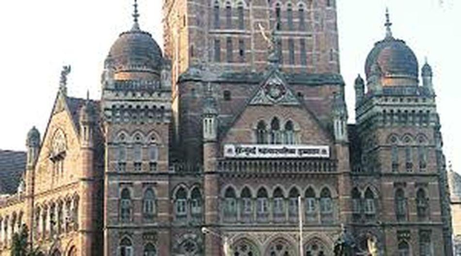 this is the Gothic architecture building mumbai It is Mumbai municipal corporation heritage building. Architecture