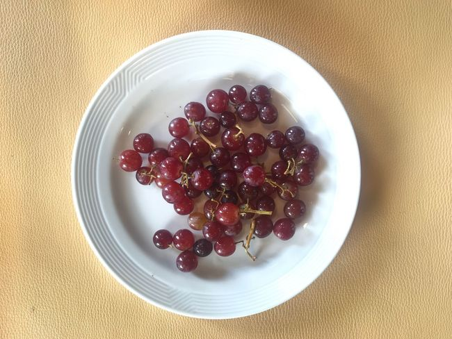 Food And Drink Food Healthy Eating Fruit Wellbeing Freshness Still Life Indoors  Plate Directly Above Table Serving Size Berry Fruit Seed Ready-to-eat Temptation No People High Angle View Bowl Sweet Food