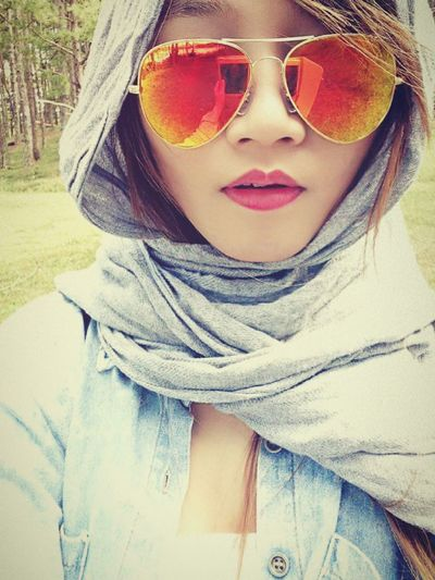Relaxing Taking Photos That's Me Color Portrait Selfie ✌ Beautiful ♥ Enjoying Life SWAG ♥ Young Wild N Free Lips #love #smile #pink #cute #pretty Cool Weather DaLatcity Holiday Trip Noel2015 Gorgeous Girl Sun Glasses Orange Color