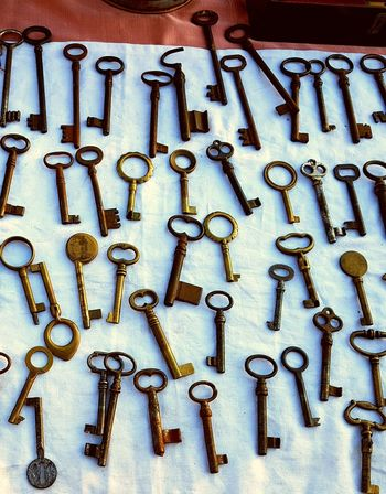 EyeEmNewHere Ruggine Old Old Keys! Mercatino Di Antiquariato Mercatino Dell'antiquariato Mattina Presto Cascine Firenze My Life - Just Now Passeggiandoalparco Brocanage Vintage Toys Oldkeys Vintage Photography Vintage Shopping Vintage Moments Illuminated Vintage Photo Vintage Style My Point Of View Old Keys Day Keys Brocante Firenze