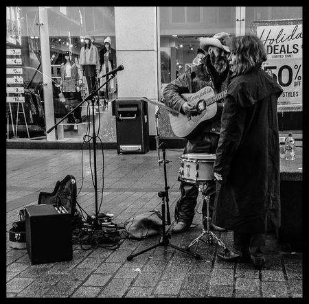 Streetphotography IPhoneography Black And White Street Busking People Full Length Real People TakeoverMusic Monochrome Photography Street Photography Urban