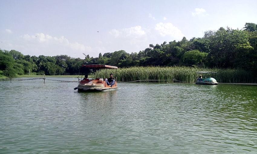 I love boating 😄😄