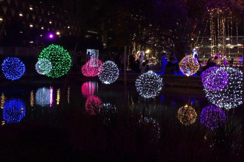 แสงศิลป์ Night Christmas Lights Christmas Ornament Close-up Outdoors