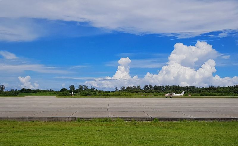 plane spotting Plane Airport Runway Airport Green Color TakeOff Tree Water Sky Grass Cloud - Sky Landscape Tranquil Scene Scenics
