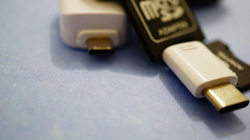 Selective Focus Indoors  No People Close-up Maximum Closeness USB USBmemory Usb Drive USB Flash Drive Adapter