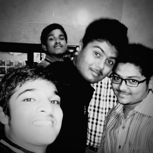 Selfie ✌ Lover Click Click 📷📷📷 With Friends