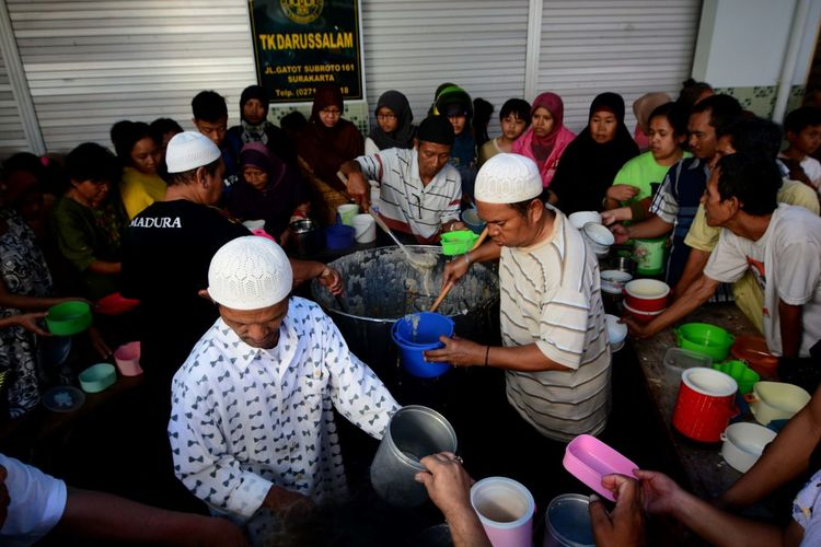 Ramadan in Indonesia. Real People Group Of People Crowd Large Group Of People Women Men Adult Lifestyles Sitting Food And Drink Casual Clothing Togetherness High Angle View Day Indoors  Food Group Architecture Leisure Activity